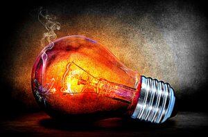 Illustration einer liegenden, ausgebrannte Glühbirnen